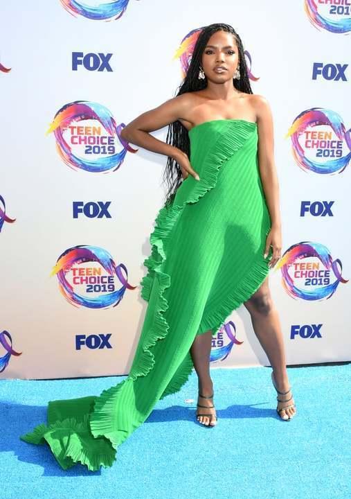 إطلالات النجمات في Teen Choice Awards... من الأجمل برأيكن؟