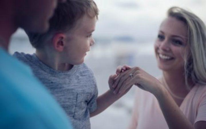من أجل تربية صالحة، إليك 20 طريقة لتمدح طفلك بطريقة فعالة وصحيحة