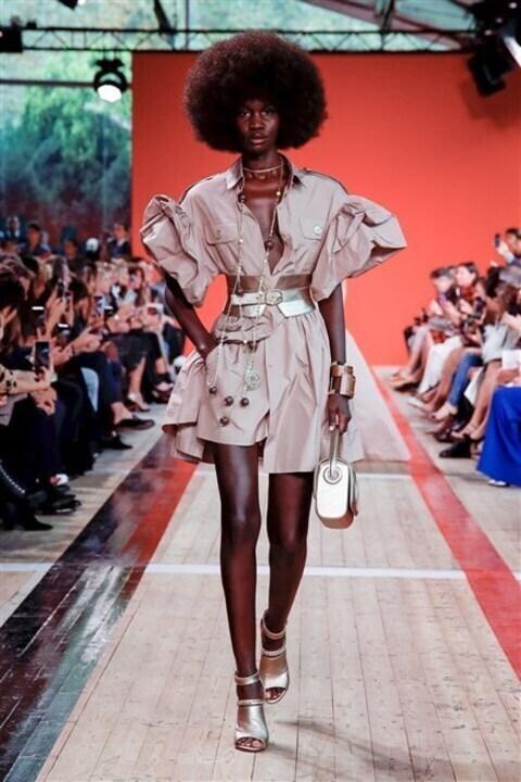 أزياء ايلي صعب ربيع وصيف 2020... رحلة في الطبيعة الافريقية!