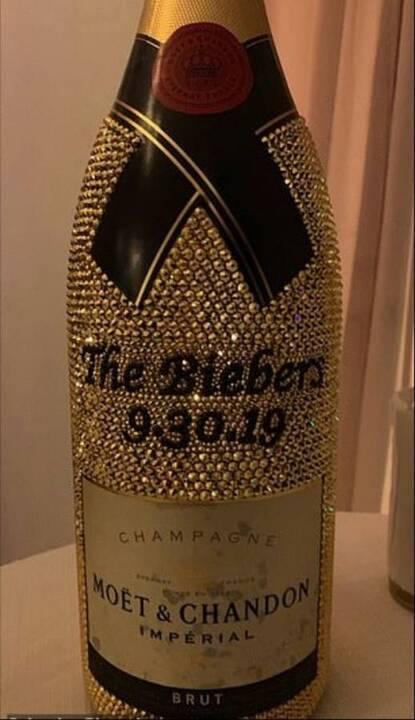 أموال طائلة أنفقت في حفل زفاف جاستن بيبر الثاني... شامبانيا وساعة بـ50 ألف دولار