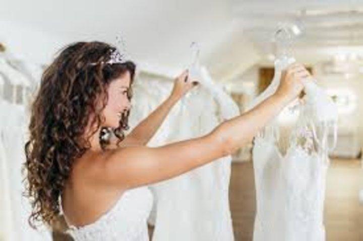 أفكار لبيع فساتين الزفاف عبر الانترنت