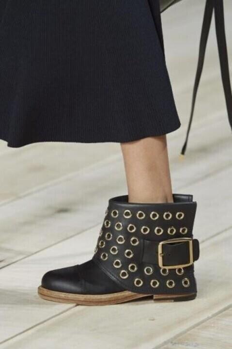 أبرز صيحات أحذية بوط موضة 2020 من أسبوع باريس
