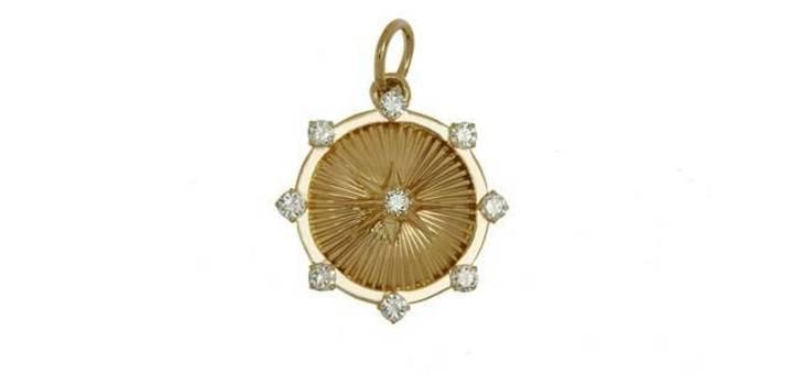 ما المجوهرات التي يمكن ارتداؤها على الشاطئ من دون إفسادها؟